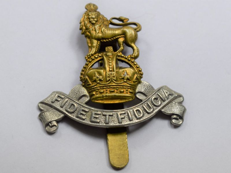 AAW) Good Original WW2 British Army Pay Corps Bi Metal Cap Badge