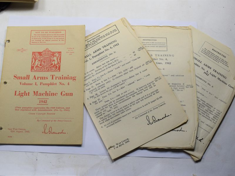 B2) Original WW2 Small Arms Training pamphlet Vol I No 4 The Light Machine Gun