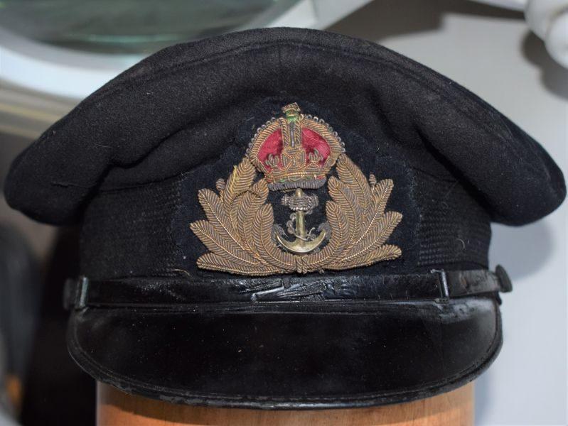 B53) Original WW1 WW2 Royal Navy Officers Peaked Cap