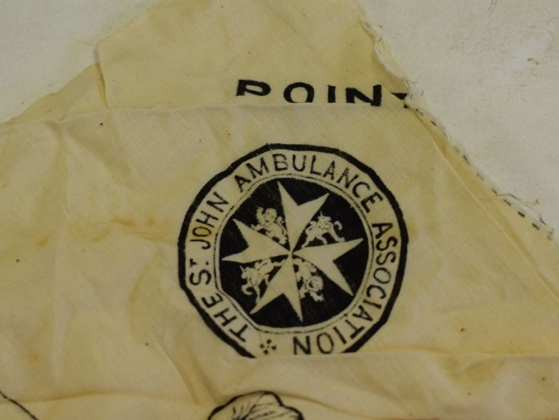 B68) Excellent Original WW1 era St John Ambulance Triangular Bandage