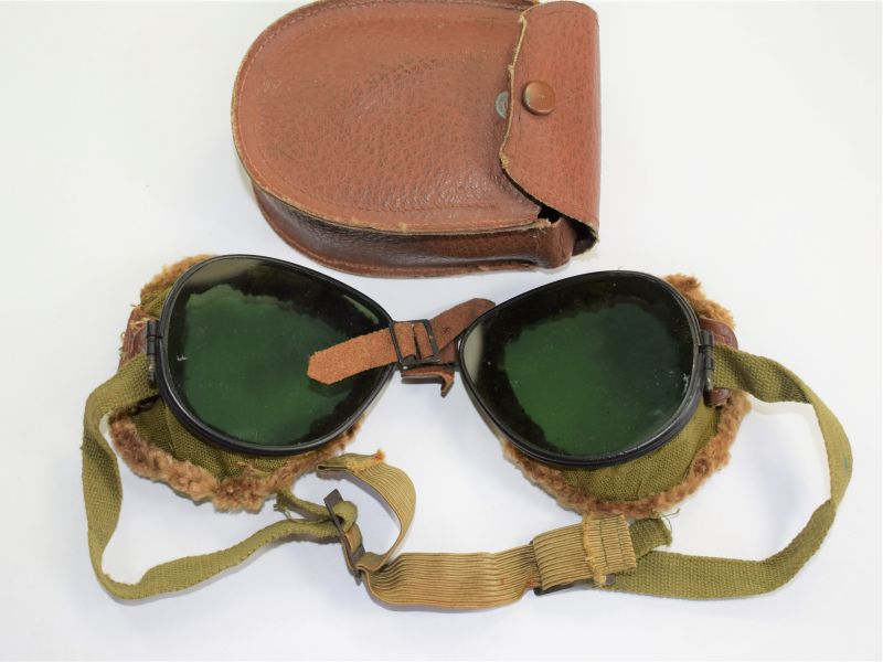 18) Excellent Original WW2 US Army Issue Mountain Troops Goggles & Case