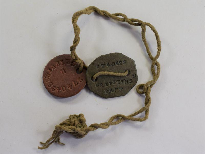 26) Original WW2 RAF Dog Tag Pair 2740428 H.Griffiths
