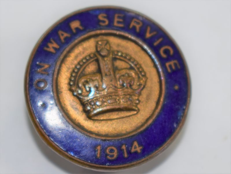 28) Good Original WW1 British On War Service 1914 Enameled Lapel Badge