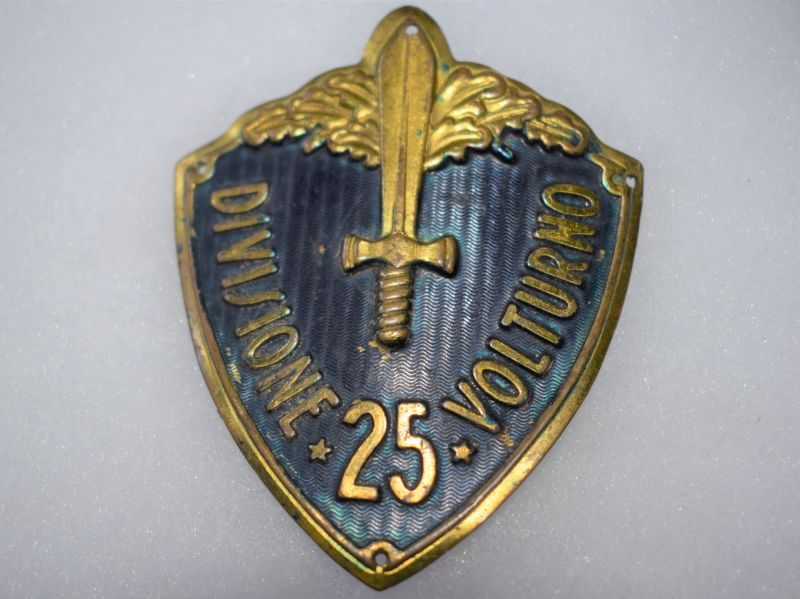 V) Original WW2 Italian 25th Divisione Volturno Sew on Metal Badge