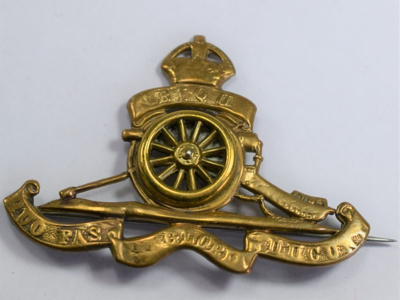 75) Well Polished WW1 WW2 Royal Artillery Cap Badge Converted to Brooch