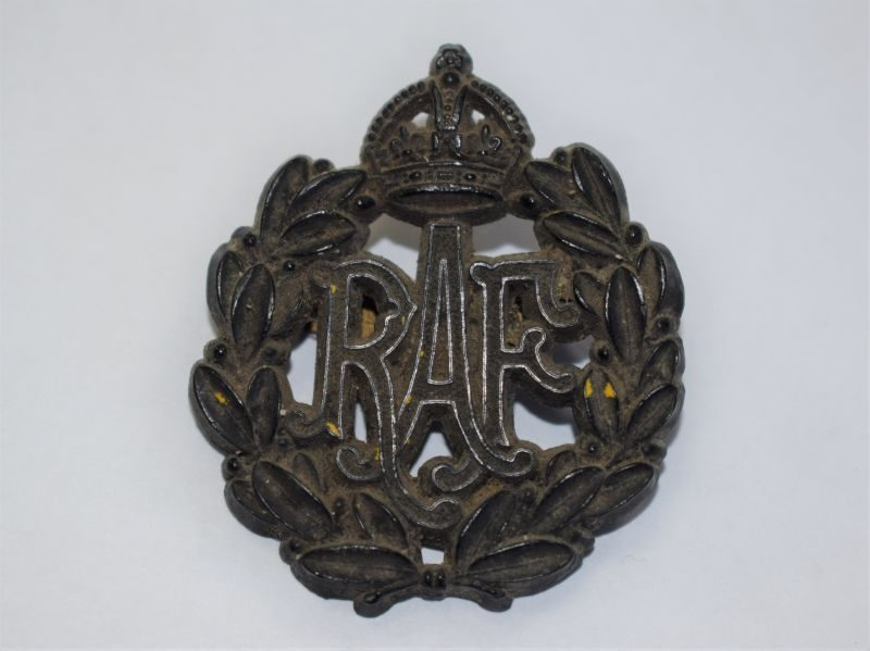 4) Good original WW2 RAF Issue Cape Badge in Black Bakelite
