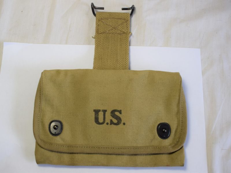 Mint Unissued WW2 Large Company Leaders First Aid Pouch OMO 1917