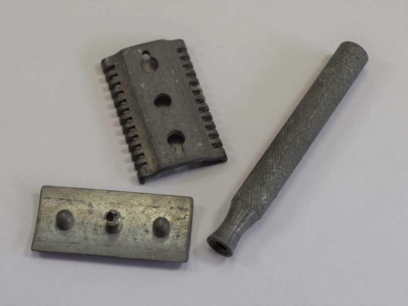 WW2 British Military Issue Safety Razor Dated 1944