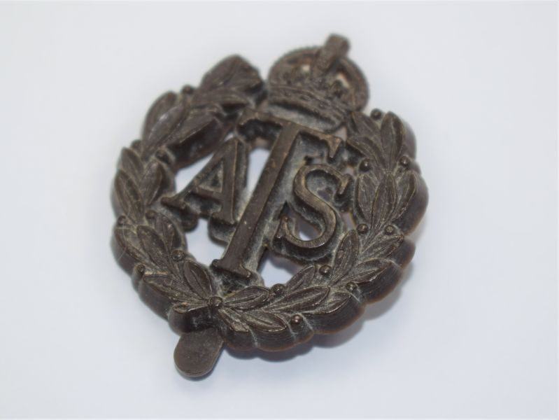 61) Excellent Original WW2 ATS Plastic Economy Issue Cap Badge JR&L Ltd