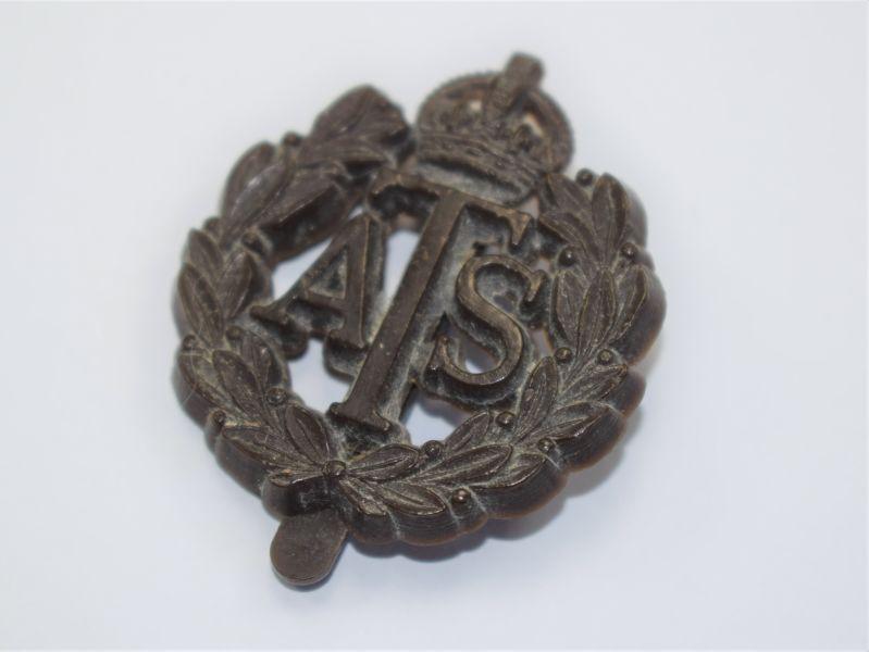 61) Excellent Original WW2 ATS Plastic Economy Issue Cap Badge JR&L Ltd