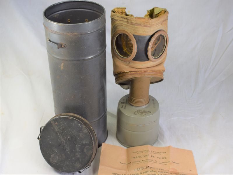WW2 French Civilian Issue Respirator with Issue Tin & Instructions