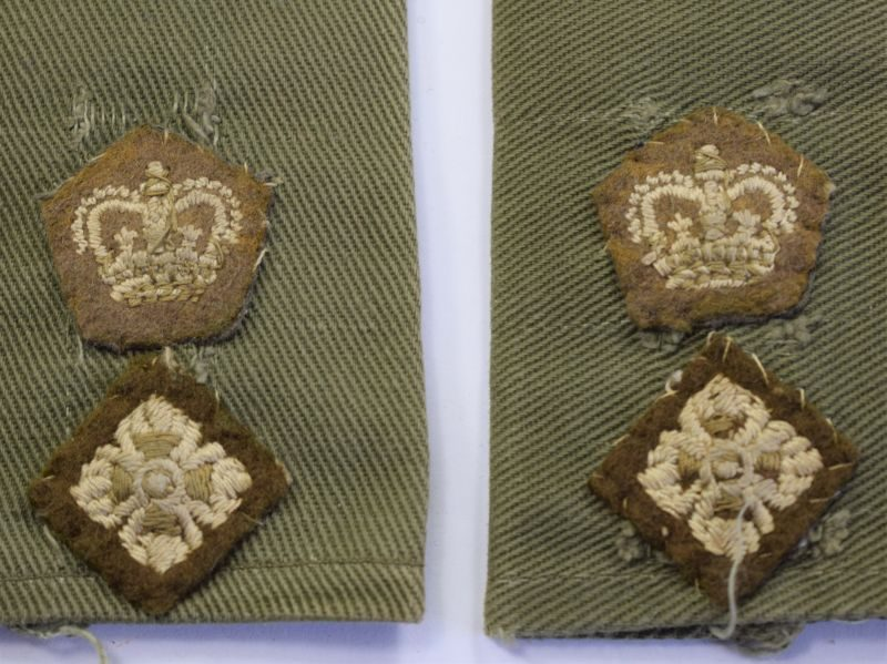 67) Post War British Army Officers Epaulette Rank Slides To a Lieutenant Colonel