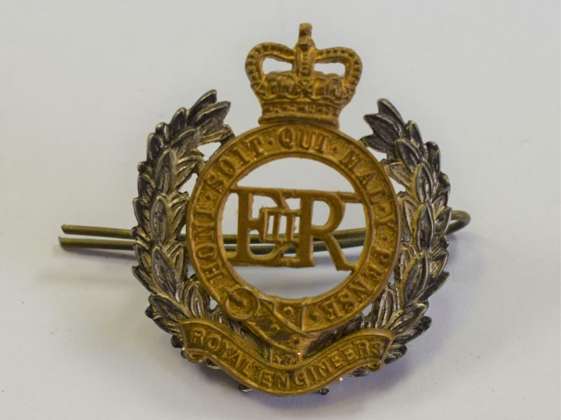 70) Post WW2 Royal Engineers Officers Cap Badge