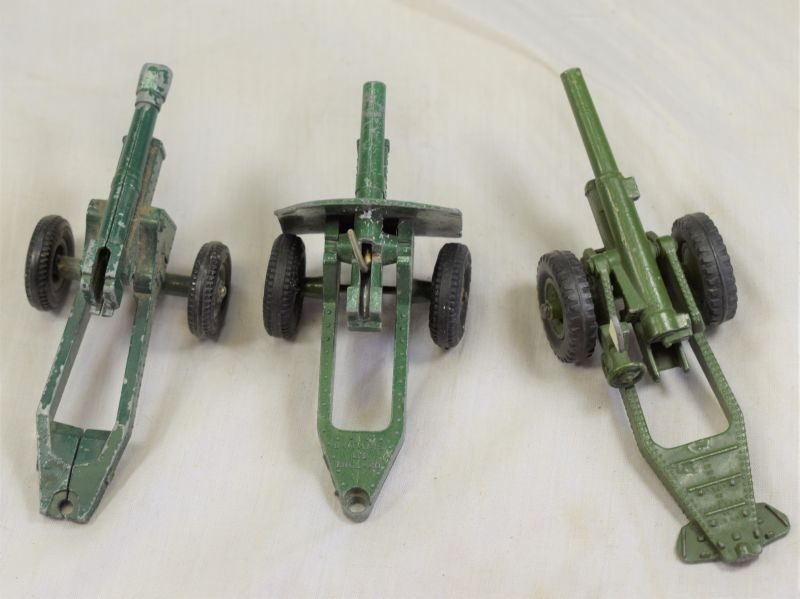 76) Set of 3 Vintage 1950s Toy Field Guns, Dinky & Britains