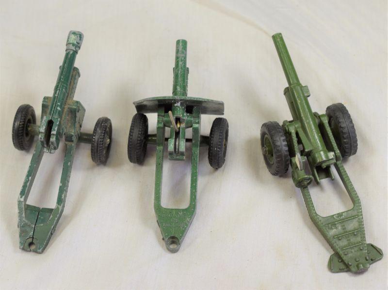 76) Set of 3 Vintage 1950s Toy Field Guns, Dinky & Britains