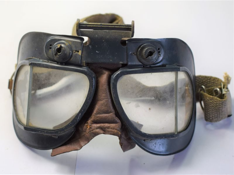 Excellent WW2 RAF MKVII Flying Goggles AM 22C/826