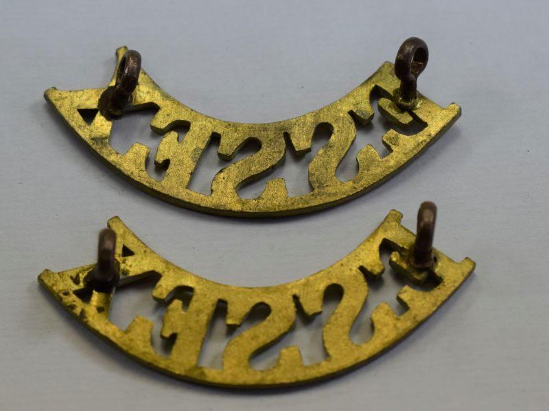 7) Original WW1 WW2 Essex Regiment Brass Shoulder Title Pair