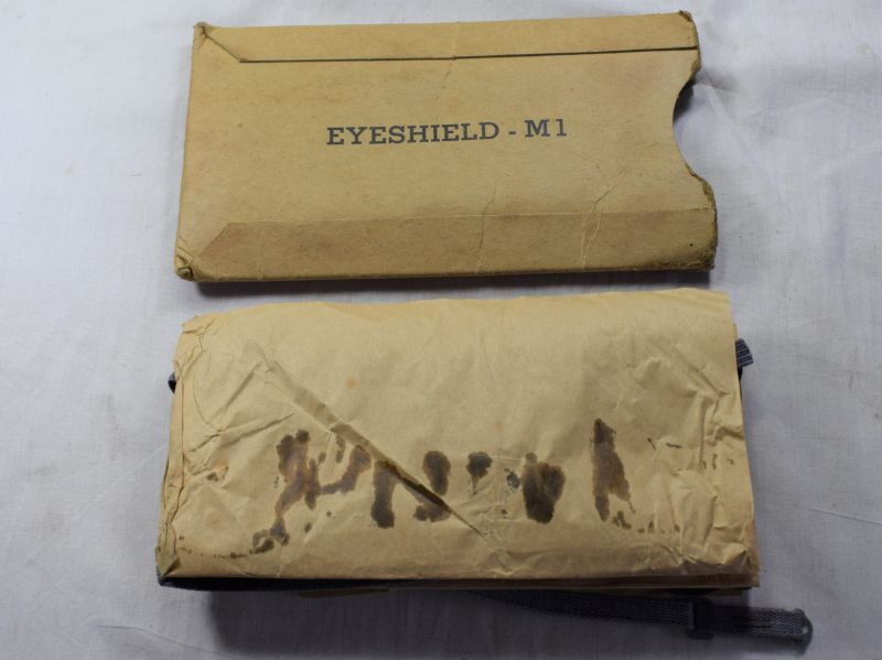 A32) WW2 US Army Issue Anti-Gas Spray Eyeshields, Eyeshield – M1