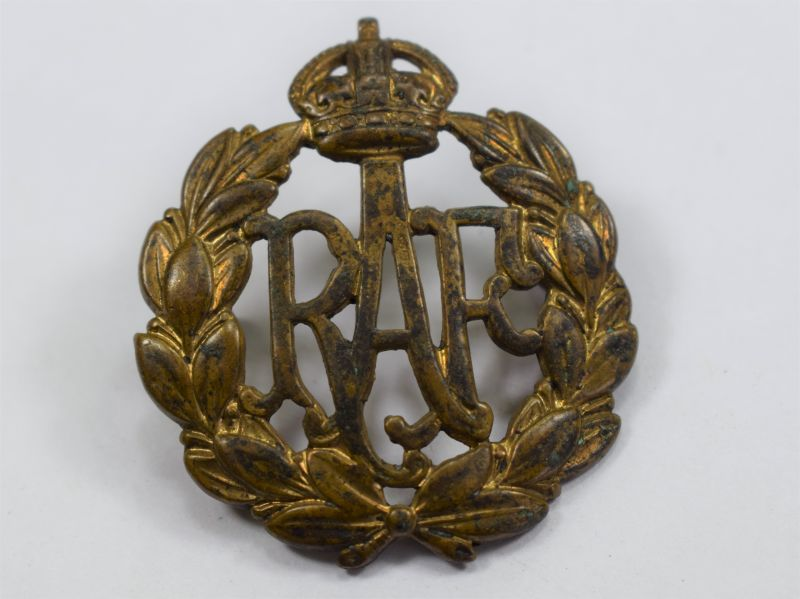 29) Original WW2 RAF Brass Cap Badge