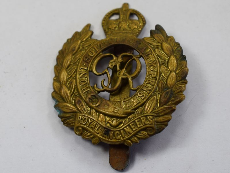 49) Original WW2 Royal Engineers Brass Cap Badge
