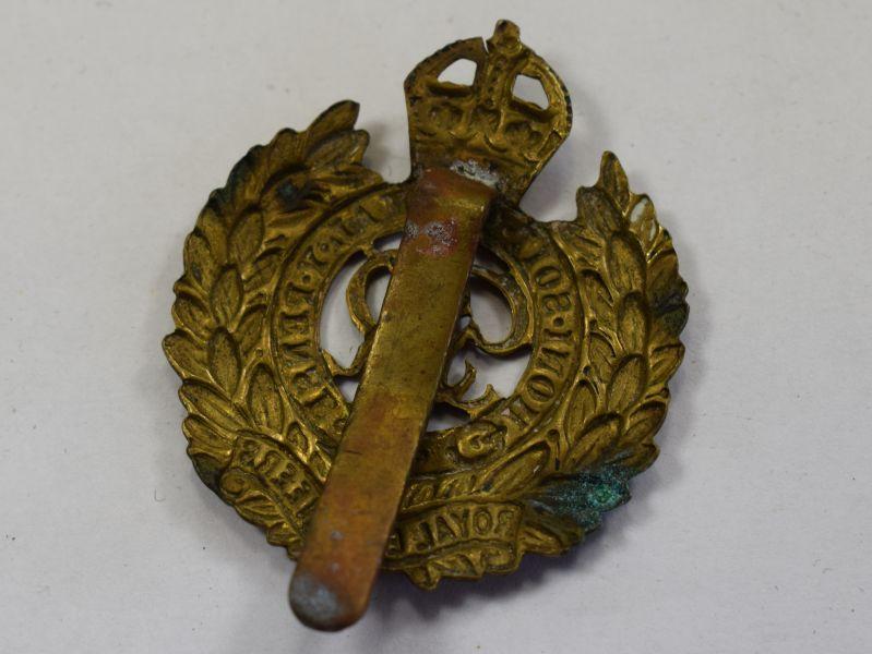 49) Original WW2 Royal Engineers Brass Cap Badge