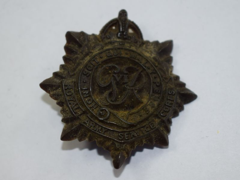 51) Original WW2 RASC Bakelite/Plastic Cap Badge