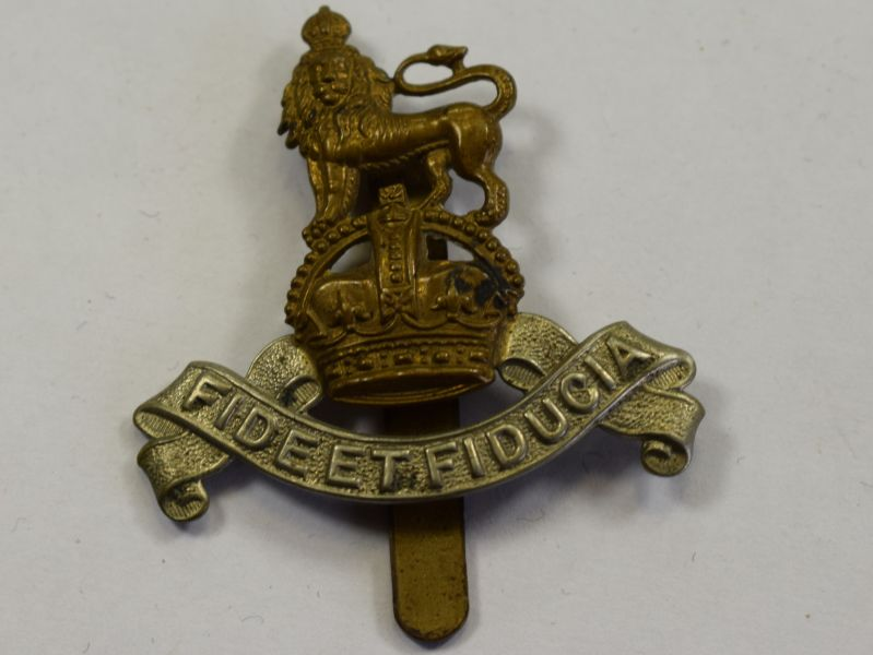 57) Original WW1 WW2 Royal Army Pay Corps Cap badge