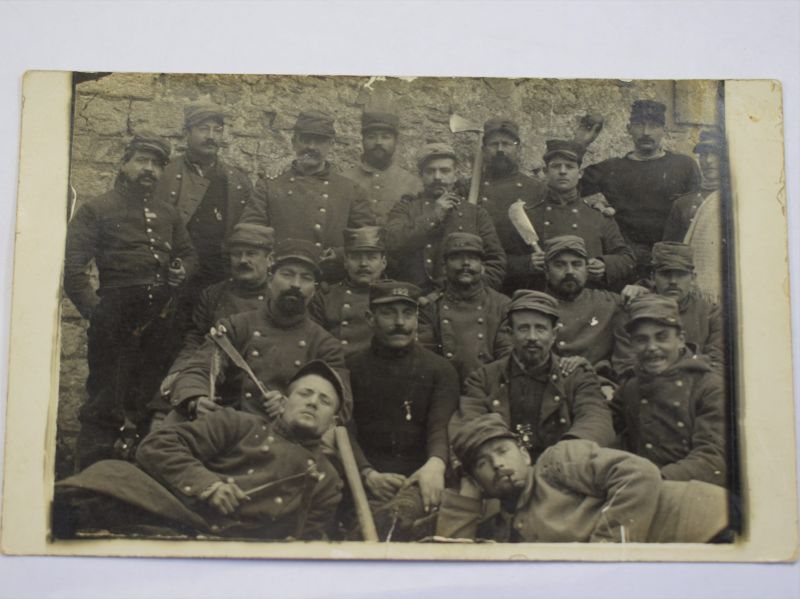 L) Interesting WW1 Group Photo of French Soldiers with info to rear