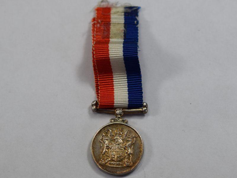 75) ) Original South Africa Miniature Medal For War Service 39-45