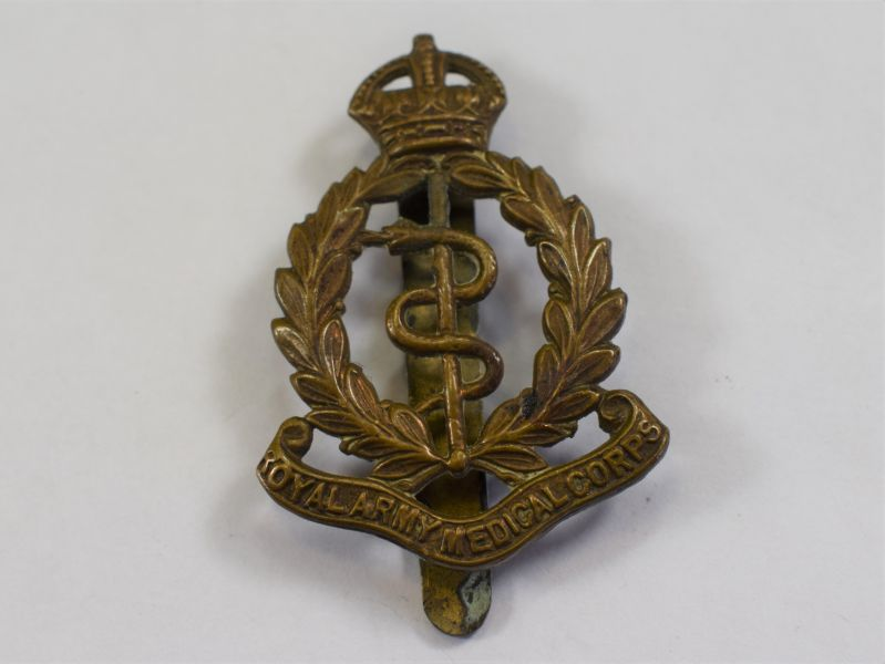 80) Excellent Original WW1 WW2 RAMC Cap Badge