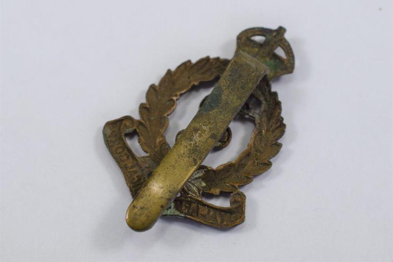 80) Excellent Original WW1 WW2 RAMC Cap Badge