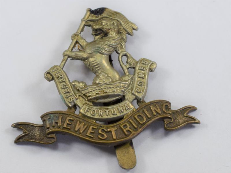 82) Excellent Original WW1 WW2 West Riding Regiment Cap Badge