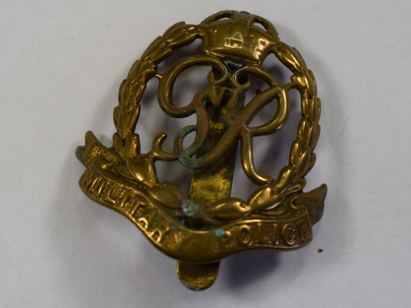 85) Excellent Original WW2 Military Police Cap Badge