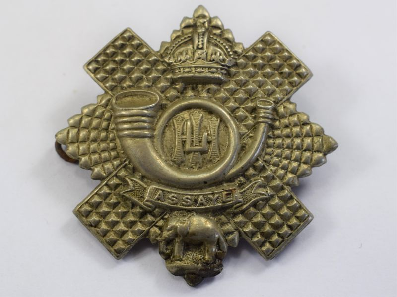 86) Excellent Original WW1 WW2 Highland Light Infantry Cap Badge