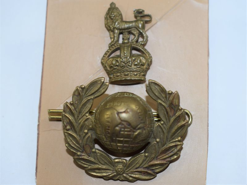 91) Original WW2 Royal Marines 2 Piece Cap Badge