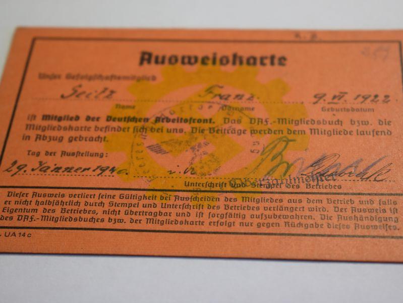 49) Original WW2 German DAF Members ID Card 1940