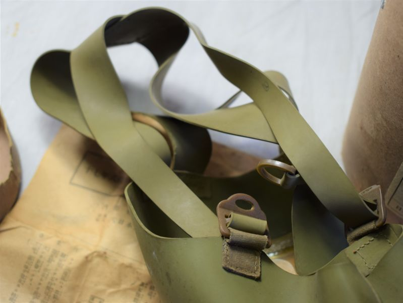 Excellent Original WW2 Japanese Civilian Respirator with Carry Case & Instructions