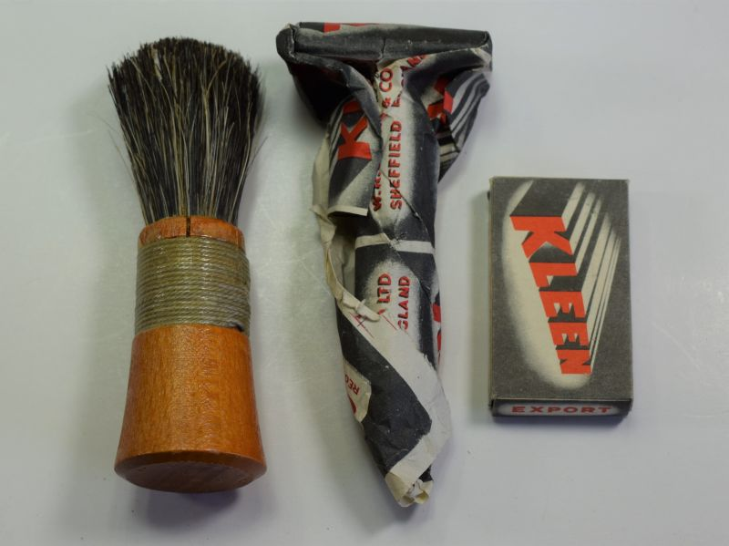 GD3) Excellent WW2 British Military Safety Razor, Razor Blades & Shaving Brush