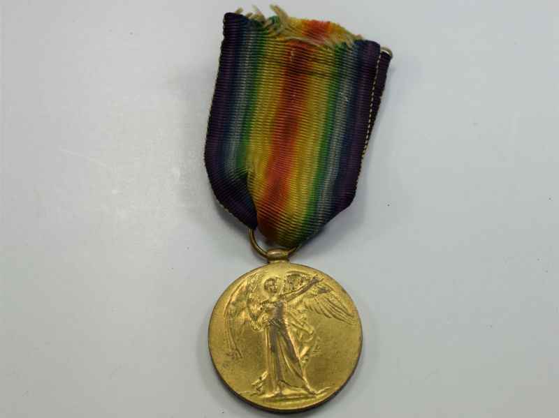 75) Original WW1 Victory Medal 925230 Pte W.Hutchings 28-CAN. INF KIA