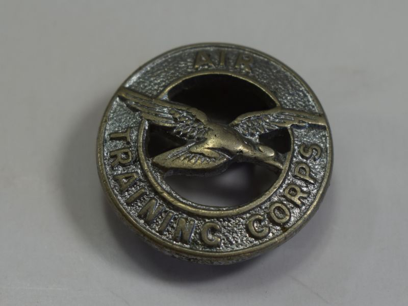 136) Small Original WW2 Lapel Badge to the Air Training Corps