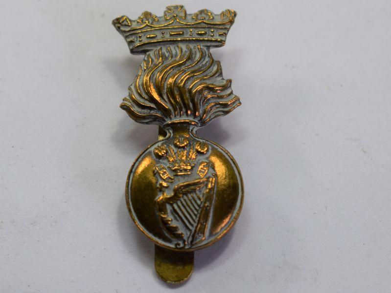 80) Original WW1 WW2 Royal Irish Fusiliers Cap Badge