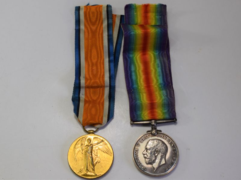 46) Full Size WW1 Medal Pair to 121437 Gnr E.Diffey R.A.
