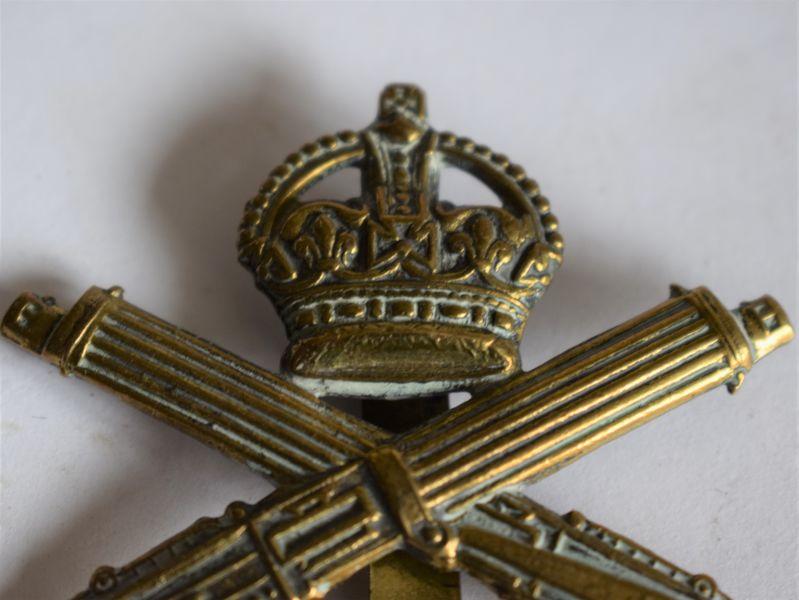 169) Original WW1 Machine Gun Corps Brass Cap Badge