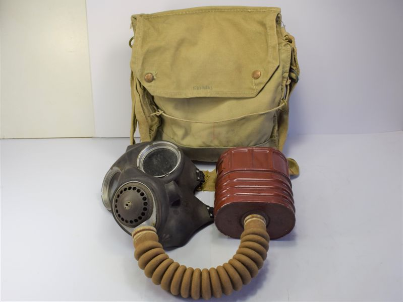 156) Excellent WW2 British Military Service Respirator & Haversack 1940-41