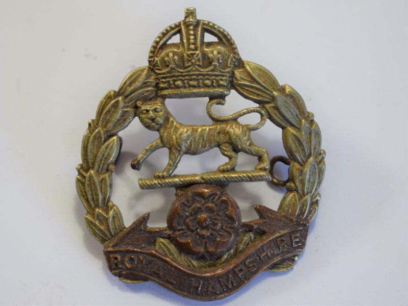 162) Original Post WW2 KC Royal Hampshire Cap Badge