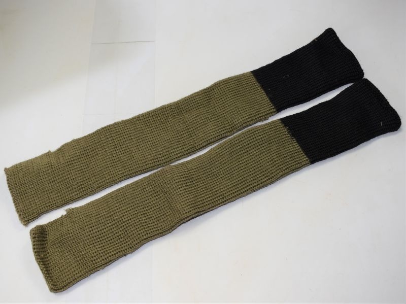 45) Unidentified WW2 Black & Khaki Woollen Hose Tops