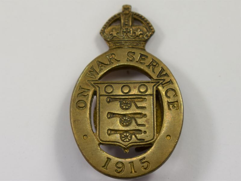 26) Nice Original WW1 On War Service 1915 Lapel Badge J.R.Gaunt & Son Ltd
