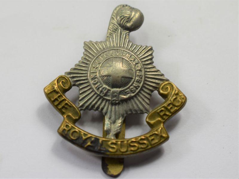 39) Original WW1 WW2 Royal Sussex Regt Bi Metal Cap Badge