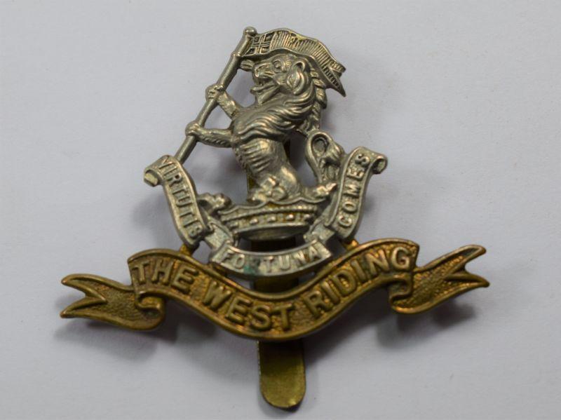 42) Original WW1 WW2 The West Riding Regt Bi Metal Cap Badge