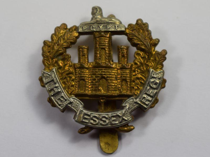 69) Good Original WW1 WW2 Essex Regiment Bi-Metal Cap Badge